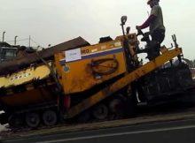 Alat Berat / Heavy Equipment - Mengeluarkan Asphalt Finisher dari kontainer